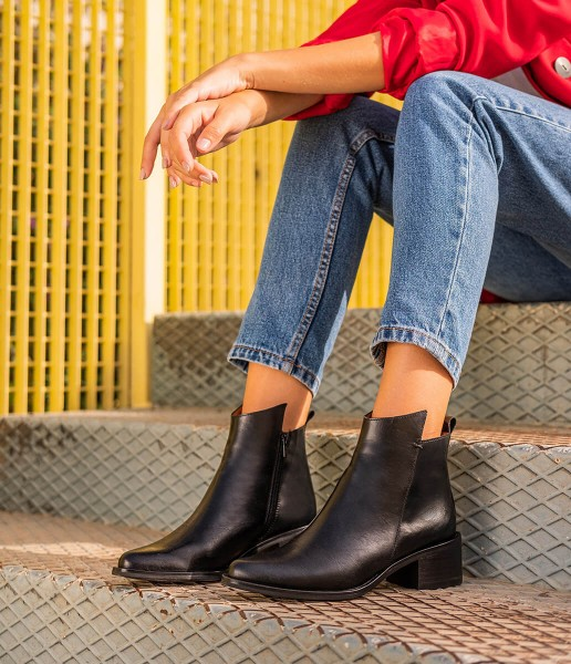 Chelsea style ankle boot with heel and zip fastening - Paula