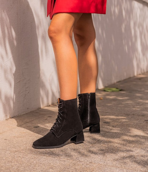 Ankle boot with lace-up fastening - Mary