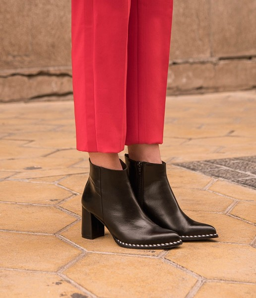 High leather ankle boot with comfort heel