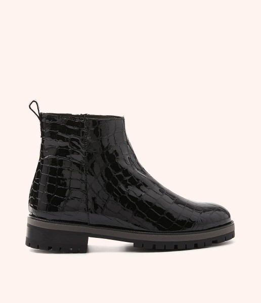 High-top patent leather ankle boots with serrated sole