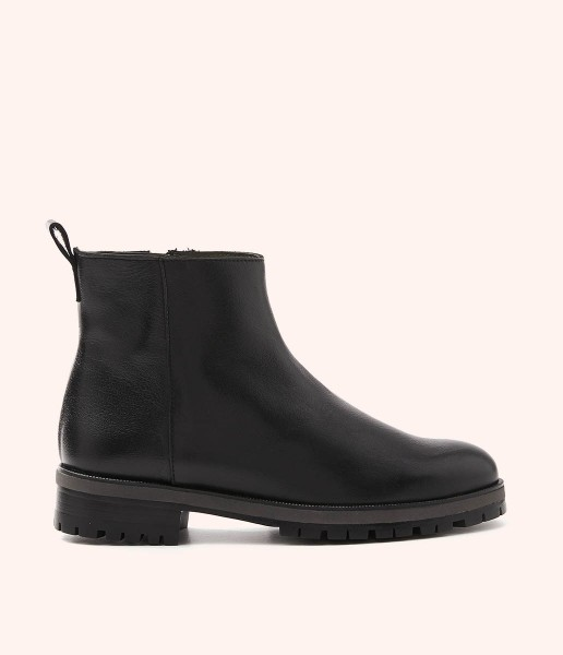 High-top soft leather ankle boots with toothed sole
