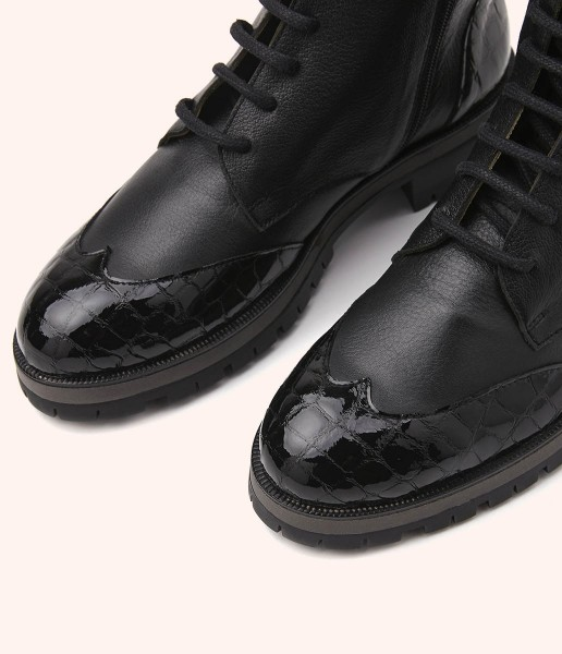 Combat boot with soft leather laces with patent leather details