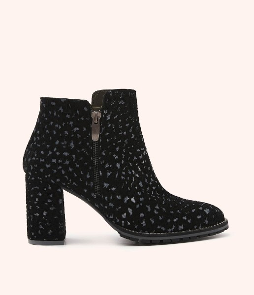 Wide-heeled ankle boot in suede leather with marbled effect