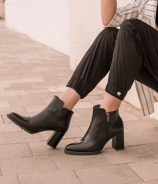 Deluxe leather wide heel classic ankle boot with side zipper