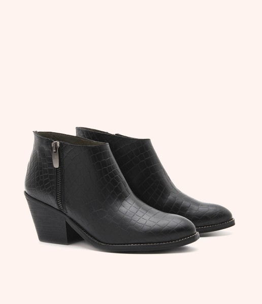 Leather ankle boot with special embossed texture, side zipper and Cuban heel.