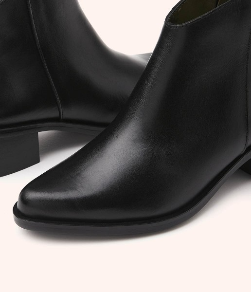 Classic leather ankle boot with straight heel