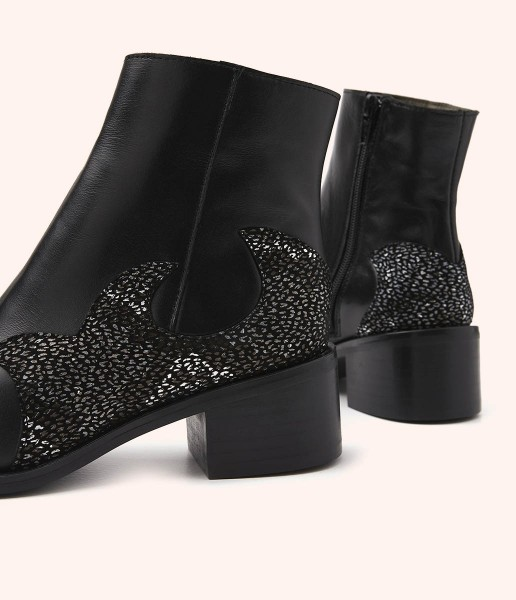 Classic leather ankle boot with engraved detail