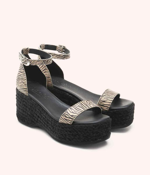 Platform sandal with buckle fastening and print - Bette