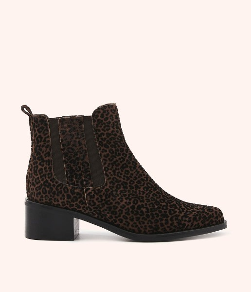 Chelsea boot with speckled texture and side elastic